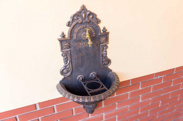 Настенный фонтан
