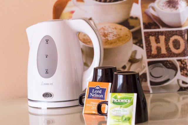 Tea set with water boiler